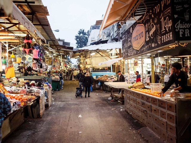 Cuộc sống của giới siêu giàu tại nơi đắt đỏ bậc nhất ở Trung Đông - Ảnh 3.