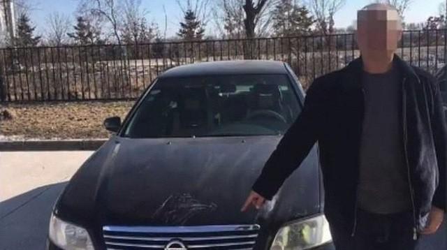Anh em song sinh trót lọt sử dụng chung bằng lái trong suốt 20 năm và chỉ bị phát hiện khi 1 người bị hói - Ảnh 1.