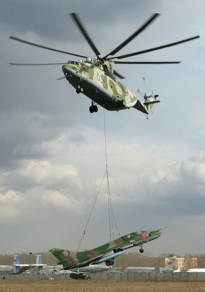 Khám phá trực thăng khổng lồ Mi-26 của Nga: Đã từng chở hóa thạch voi ma mút và máy bay chở khách cỡ nhỏ - Ảnh 12.
