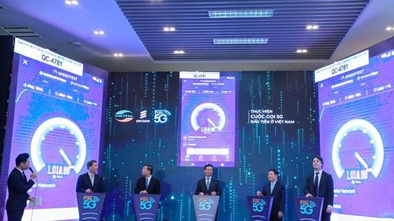 Viettel sử dụng smartphone OPPO Reno thử nghiệm kết nối mạng 5G đầu tiên tại Việt Nam, tốc độ tải dữ liệu đạt 654 Mb/s - Ảnh 1.