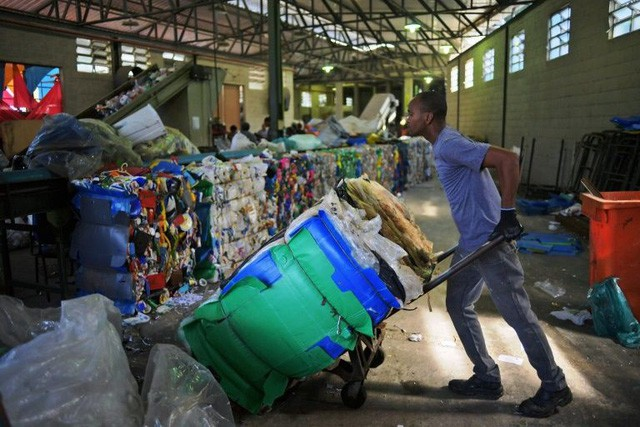 Chuyện ở quốc gia thải nhựa nhiều thứ 4 thế giới: Gần như không tái chế gì - Ảnh 2.