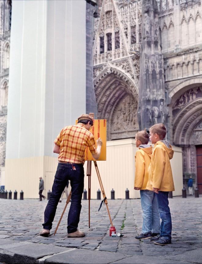 Góc rảnh rỗi: Anh họa sĩ chuyên đến điểm du lịch nổi tiếng chỉ để vẽ lại họa tiết trên áo mình - Ảnh 2.