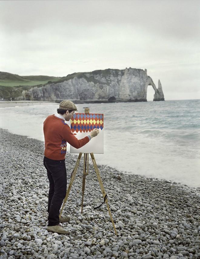Góc rảnh rỗi: Anh họa sĩ chuyên đến điểm du lịch nổi tiếng chỉ để vẽ lại họa tiết trên áo mình - Ảnh 3.