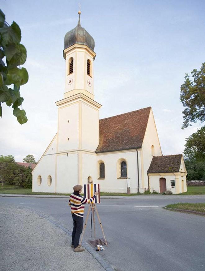 Góc rảnh rỗi: Anh họa sĩ chuyên đến điểm du lịch nổi tiếng chỉ để vẽ lại họa tiết trên áo mình - Ảnh 13.