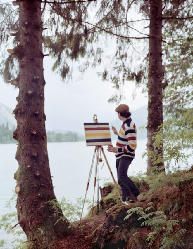 Góc rảnh rỗi: Anh họa sĩ chuyên đến điểm du lịch nổi tiếng chỉ để vẽ lại họa tiết trên áo mình - Ảnh 5.