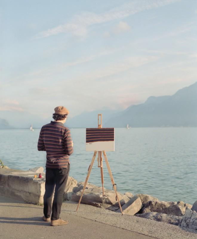 Góc rảnh rỗi: Anh họa sĩ chuyên đến điểm du lịch nổi tiếng chỉ để vẽ lại họa tiết trên áo mình - Ảnh 9.