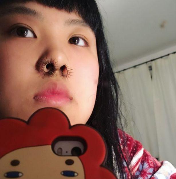 Trào lưu tự sướng kinh dị: Rủ nhau chụp ảnh selfie với lông mũi - Ảnh 2.