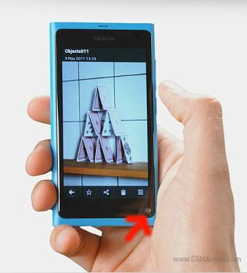 Nhìn lại Nokia N9, mẫu smartphone đi trước thời đại với điều hướng cử chỉ và camera ở cạnh dưới - Ảnh 2.