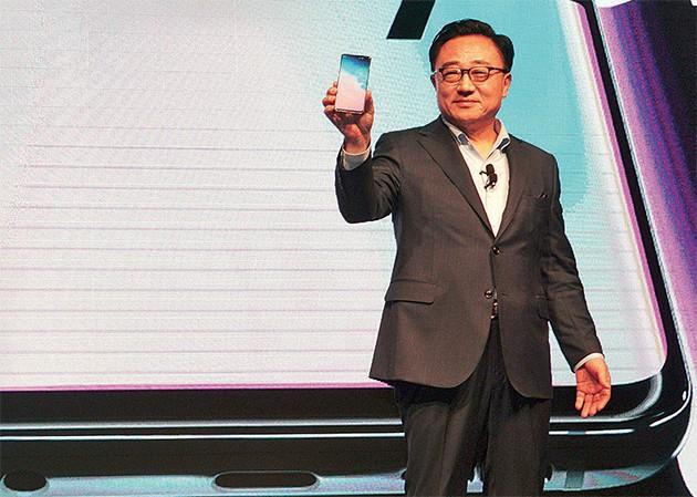 Bị đối thủ Trung Quốc đánh bại tại Ấn Độ, Samsung đang bừng tỉnh - Ảnh 2.