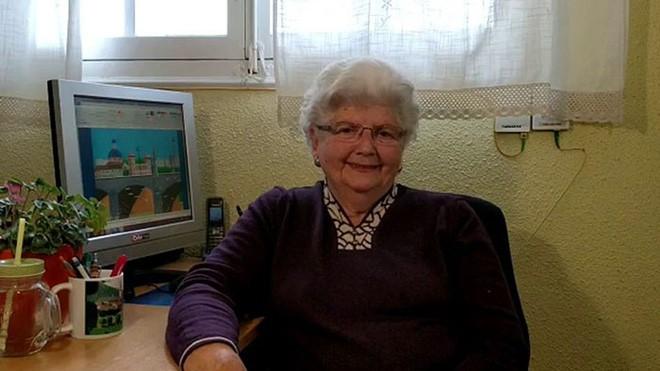 Cụ bà 88 tuổi trở thành ngôi sao internet vì khả năng vẽ tranh tuyệt đẹp bằng MS Paint - Ảnh 1.