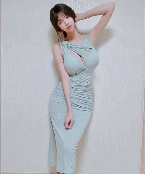 Chiêm ngưỡng đôi gò bồng đào hơn 1m của nữ MC, game thủ gợi cảm nhất Hàn Quốc - Ảnh 1.