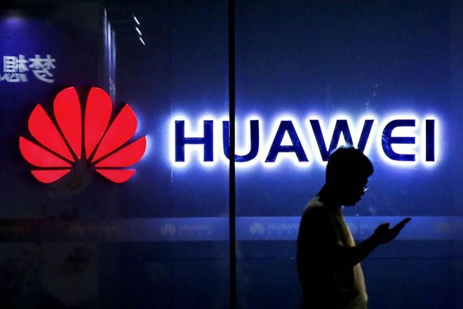 Cảnh sát Trung Quốc bắt giữ ba người dùng WeChat tung tin đồn thất thiệt về Huawei - Ảnh 1.