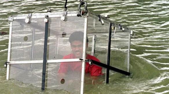 Ảo thuật gia Ấn Độ được xác định đã chết vì thất bại trong màn trình diễn magic dưới sông Hằng - Ảnh 3.