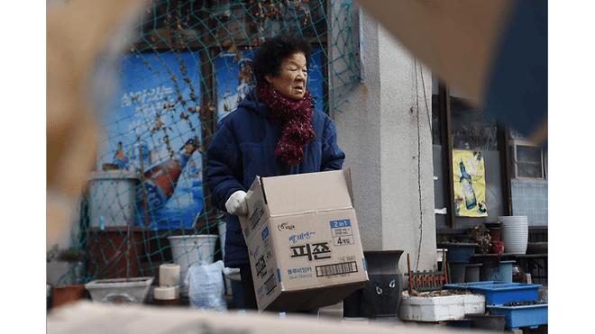 Từ bộ phim Ký sinh trùng đến đời thực ở Hàn Quốc: Thực tế lạnh lùng và đau xót hơn phim ảnh (P.2) - Ảnh 2.