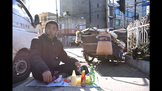 Từ bộ phim Ký sinh trùng đến đời thực ở Hàn Quốc: Thực tế lạnh lùng và đau xót hơn phim ảnh (P.2) - Ảnh 11.