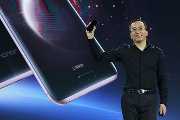 Chủ tịch Honor nói nguyên mẫu smartphone có camera dưới màn hình của họ bị lỗi - Ảnh 1.