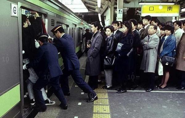 Từ lượm tử thi đến xin lỗi hộ, đây là những nghề nghiệp kỳ quặc chỉ có ở Nhật Bản - Ảnh 2.