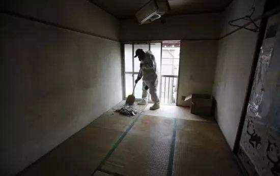 Từ lượm tử thi đến xin lỗi hộ, đây là những nghề nghiệp kỳ quặc chỉ có ở Nhật Bản - Ảnh 4.
