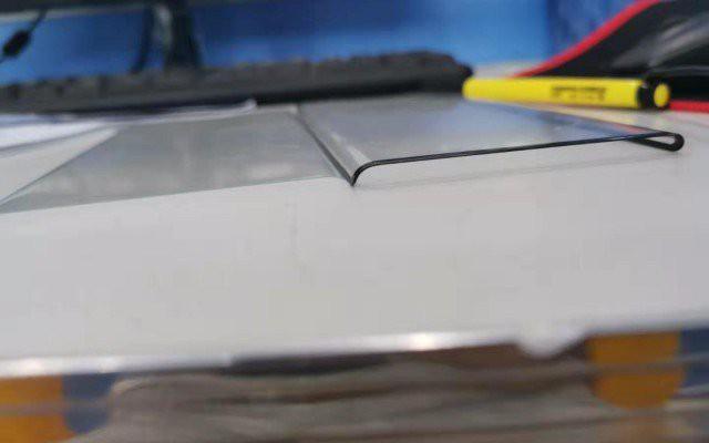 Huawei Mate 30 Pro có cạnh màn hình cong gần 90 độ, báo hiệu thiết kế kính nguyên khối? - Ảnh 1.
