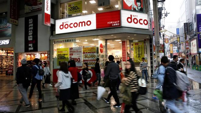 Tại sao các công ty điện thoại di động Nhật Bản chỉ có thể co ro phát triển ở thị trường nội địa? - Ảnh 5.