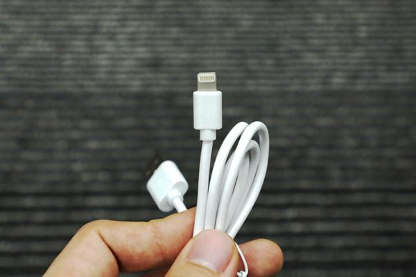 Giải phẫu cáp sạc iPhone hàng giả và hàng xịn, đừng bao giờ tiếc tiền cho phụ kiện công nghệ này - Ảnh 4.
