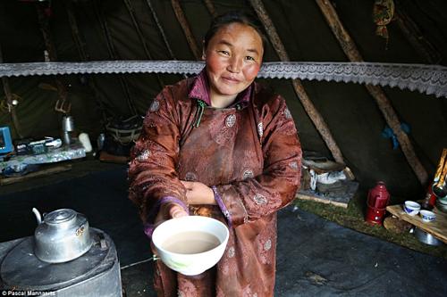 Có một nơi trên Trái Đất, người dân uống trà sữa nhiều hơn nước - Ảnh 4.