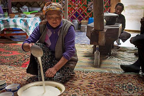 Có một nơi trên Trái Đất, người dân uống trà sữa nhiều hơn nước - Ảnh 2.