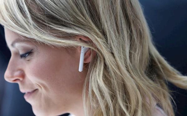 AirPods sẽ thay thế iPhone trở thành biểu tượng mới của Apple - Ảnh 1.