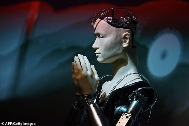 Một ngôi đền tại Nhật Bản mang robot triệu USD về làm thầy tu, thuyết giảng Phật giáo cho du khách - Ảnh 1.