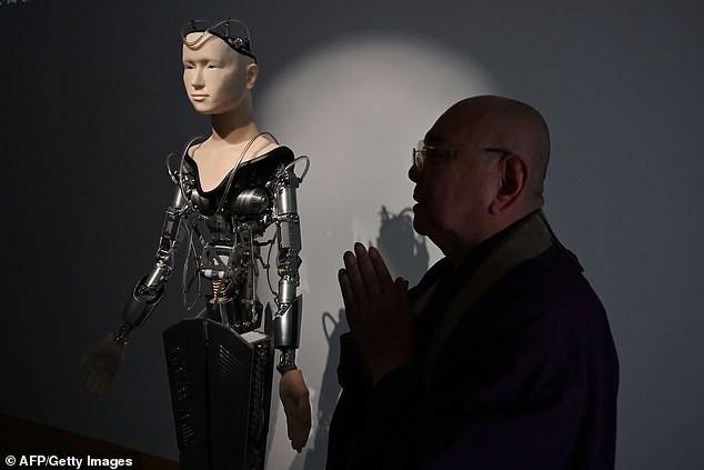 Một ngôi đền tại Nhật Bản mang robot triệu USD về làm thầy tu, thuyết giảng Phật giáo cho du khách - Ảnh 4.