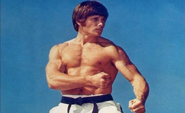 Đứng trước võ sĩ karate xuất sắc nhất lịch sử, Lý Tiểu Long từng tung một cú đòn khiến cả thế giới phải ngỡ ngàng - Ảnh 3.
