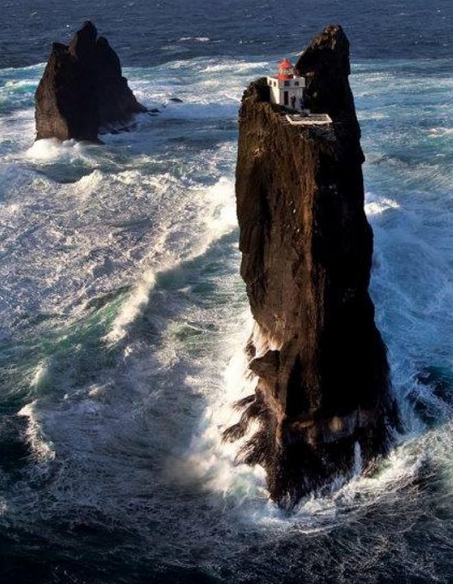Ngọn hải đăng bị cô lập ở Iceland này là nơi hoàn hảo để tránh một đại dịch zombie - Ảnh 3.
