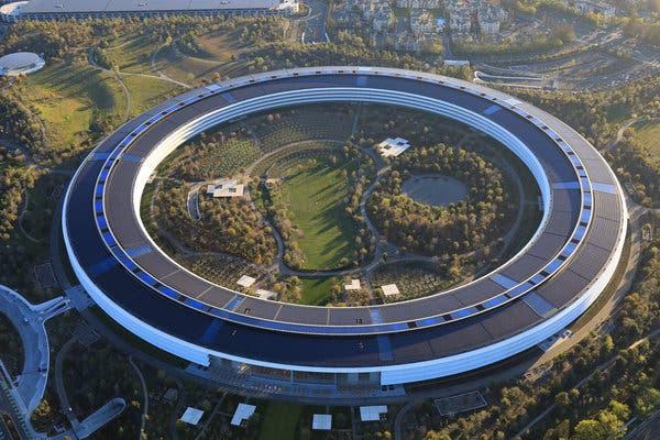 Jony Ive hé lộ bí mật cho thấy trụ sở 5 tỷ USD của Apple thực sự là một con tàu vũ trụ - Ảnh 1.