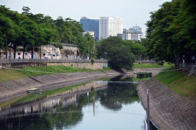 Cận cảnh chuyên gia Nhật Bản tắm nước sông Tô Lịch - Ảnh 10.