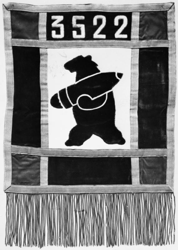Huyền thoại hạ sĩ gấu: Uống bia hút thuốc như người, tham gia tải đạn trong Thế chiến II - Ảnh 4.