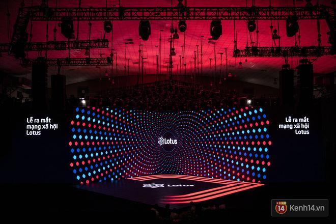 Lộ ảnh sân khấu ra mắt MXH Lotus trước giờ G: Màn hình khủng mãn nhãn, công nghệ hiệu ứng 3D hoành tráng - Ảnh 12.