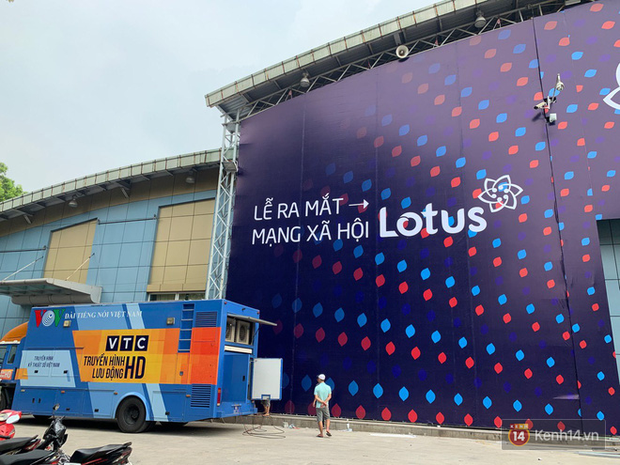 Lộ ảnh sân khấu ra mắt MXH Lotus trước giờ G: Màn hình khủng mãn nhãn, công nghệ hiệu ứng 3D hoành tráng - Ảnh 3.
