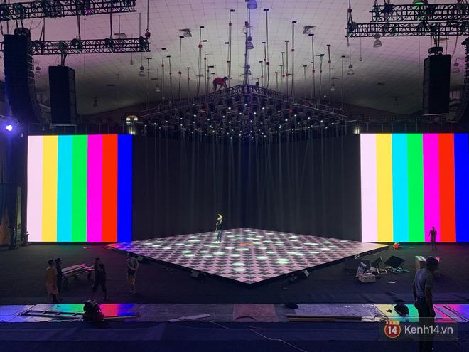 Lộ ảnh sân khấu ra mắt MXH Lotus trước giờ G: Màn hình khủng mãn nhãn, công nghệ hiệu ứng 3D hoành tráng - Ảnh 4.