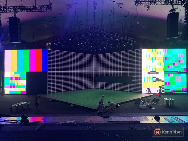 Lộ ảnh sân khấu ra mắt MXH Lotus trước giờ G: Màn hình khủng mãn nhãn, công nghệ hiệu ứng 3D hoành tráng - Ảnh 7.