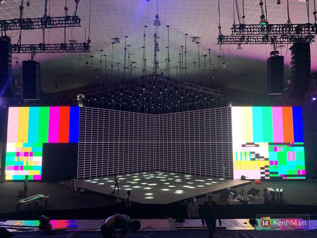 Lộ ảnh sân khấu ra mắt MXH Lotus trước giờ G: Màn hình khủng mãn nhãn, công nghệ hiệu ứng 3D hoành tráng - Ảnh 8.