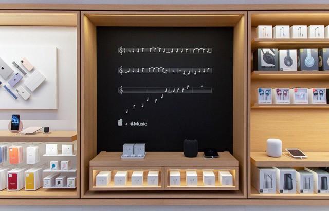 Bên trong Apple Store Fifth Avenue huyền thoại ngày mở cửa trở lại - Ảnh 2.