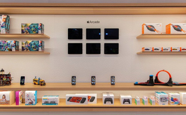 Bên trong Apple Store Fifth Avenue huyền thoại ngày mở cửa trở lại - Ảnh 4.