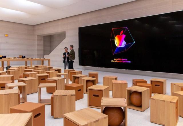 Bên trong Apple Store Fifth Avenue huyền thoại ngày mở cửa trở lại - Ảnh 6.
