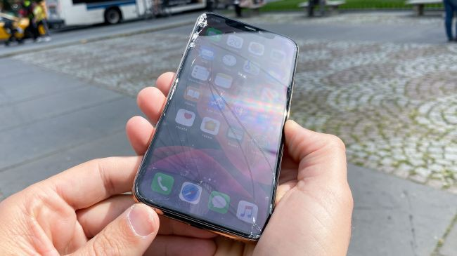 Trang bị kính bảo vệ bền nhất thế giới, iPhone 11 Pro vẫn vỡ tan nát khi thả rơi từ độ cao 1m - Ảnh 3.