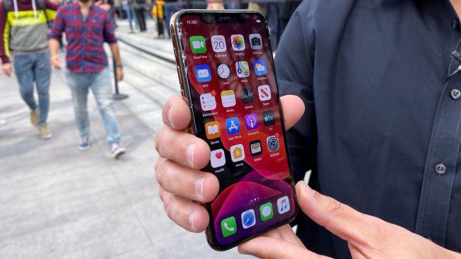 Trang bị kính bảo vệ bền nhất thế giới, iPhone 11 Pro vẫn vỡ tan nát khi thả rơi từ độ cao 1m - Ảnh 2.