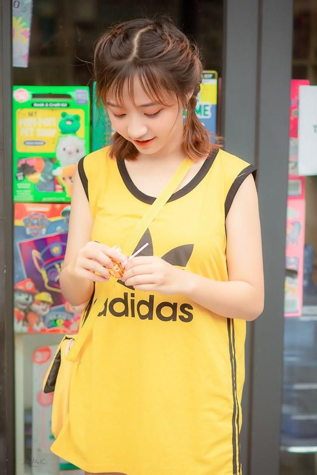Đi xem giải vô tình lọt vào camera, cô nàng 2K4 xinh đẹp phổng phao bị cộng đồng CS:GO Việt săn info ráo riết - Ảnh 4.