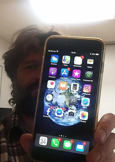 Bị rơi từ máy bay và nằm ngoài trời suốt 13 tháng, iPhone 6S Plus vẫn hoạt động bình thường khi về với chủ cũ - Ảnh 3.