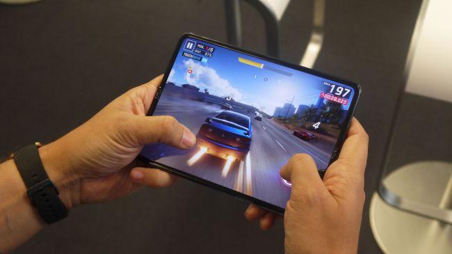 Những cảm nhận đầu tiên về siêu phẩm màn hình gập Samsung Galaxy Fold - Ảnh 3.