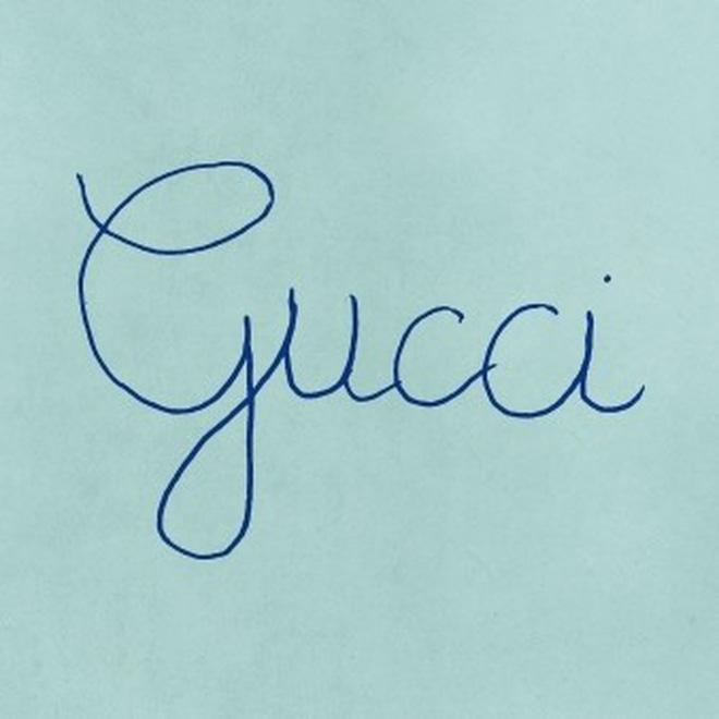 """Gucci """"chơi lầy"""" treo avatar và cover viết nguệch ngoạc, dân tình bình luận: Chắc designer nghỉ Tết rồi! - Ảnh 2."""