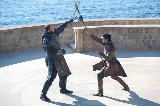 Thủ tục ly hôn quá lằng nhằng, anh chồng đề nghị tòa án giải quyết bằng cách solo đấu kiếm với vợ cũ giống trong Game of Thrones - Ảnh 3.